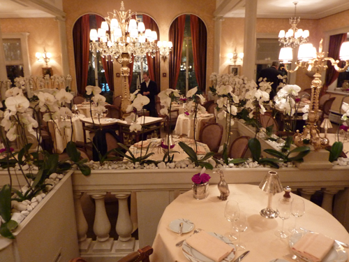 Lasserre restaurant for a Paris destination wedding by Destination Wedding Planner, Mango Muse Events