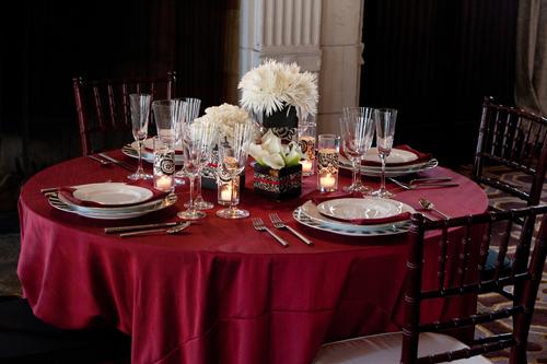 Classic modern wedding table designs by destination wedding planner, Mango Muse Events