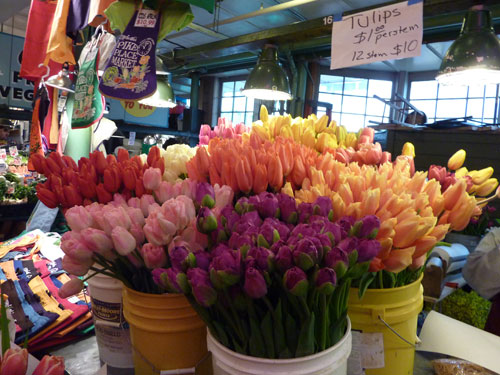 Seattle Pike Place Market Tulips for May flower inspiration by Destination wedding planner, Mango Muse Events