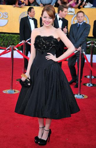 Emma Stone black dress are SAG Awards wedding inspiration by Destination wedding planner, Mango Muse Events
