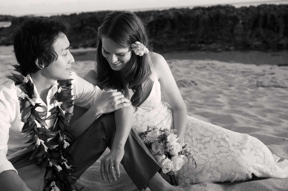 Wedding couple on the beach for Hawaii destination weddings by Destination wedding planner, Mango Muse Events