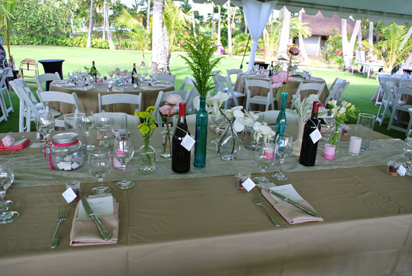 Table design at a personalized Hawaii wedding by Destination wedding planner, Mango Muse Events