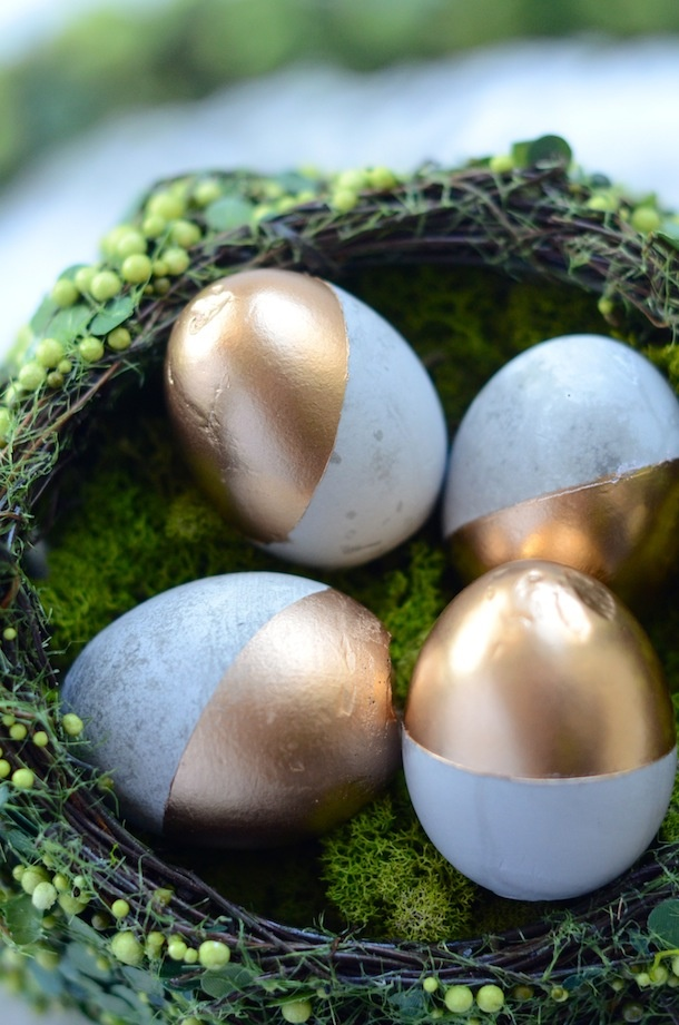 Gold and speckled Easter eggs decorating ideas for an Easter Party