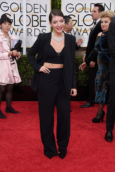 Lorde in a black suit by Narciso Rodriguez on the red carpet of the 2015 Golden Globes wedding inspiration by destination wedding planner, Mango Muse Events