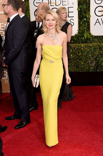 Naomi Watts wears a yellow Gucci gown on the red carpet of the 2015 Golden Globes wedding inspiration by destination wedding planner, Mango Muse Events