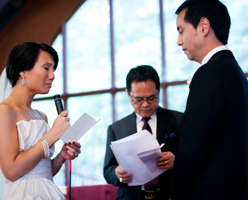A couple saying their personal wedding vows at a wedding ceremony in San Francisco planned by Destination wedding planner Mango Muse Events
