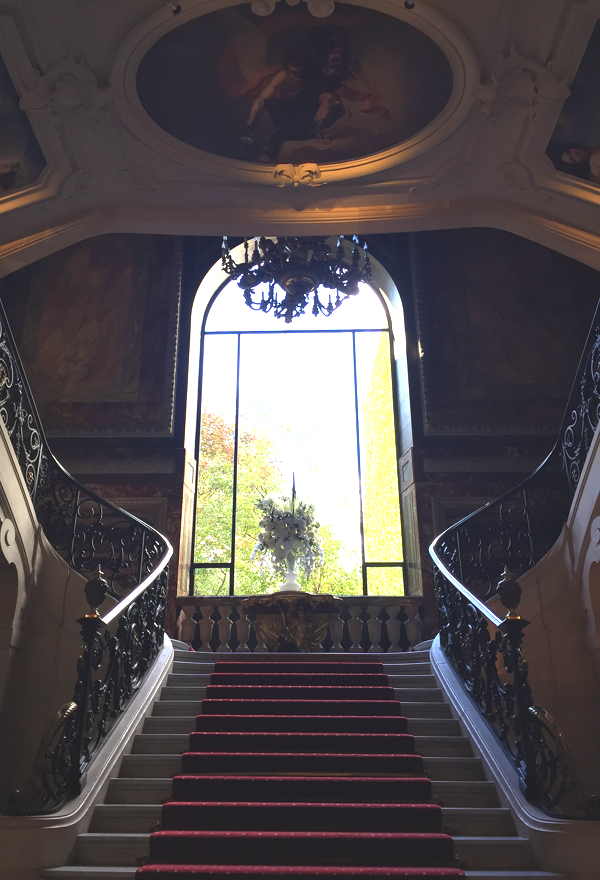 Grand staircase at the Salons France Ameriques a destination wedding venue in Paris