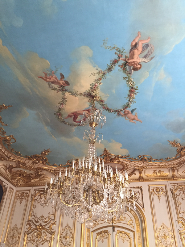 Painted ceiling of the Washington room at the Salons France Ameriques a destination wedding venue in Paris