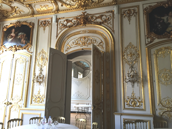 Doors of the Washington room at the Salons France Ameriques a destination wedding venue in Paris