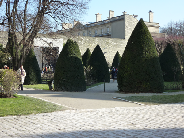 Outdoor gardens at the Rodin Museum and Mansion a Destination wedding venue in Paris