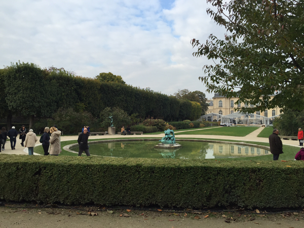 Outdoor courtyard pool at the Rodin Museum and Mansion a Destination wedding venue in Paris