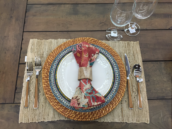 Outdoor, natural theme idea for Thanksgiving table setting.