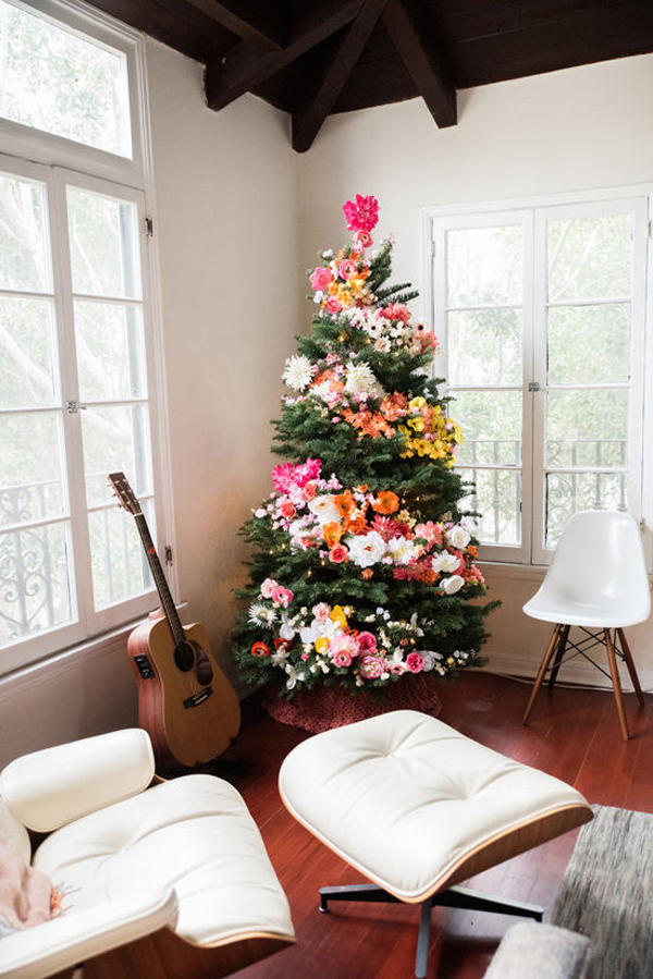 Floral Christmas tree decor ideas by Jamie Chang of Mango Muse Events