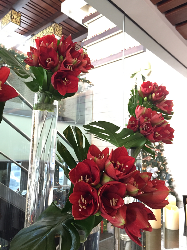 Red Christmas floral decor idea by Jamie Chang of Mango Muse Events