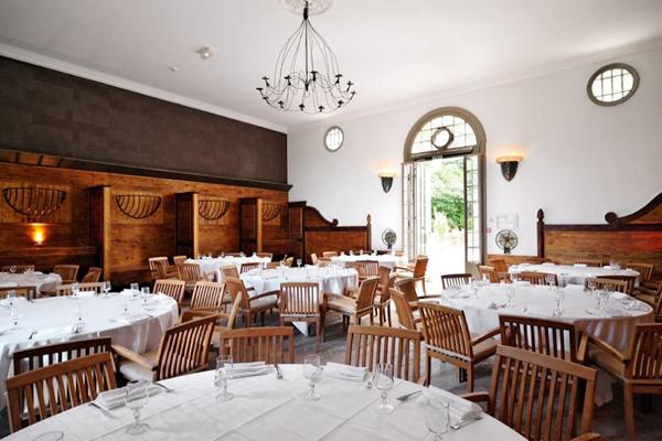 The Ecuries Lounge of Bagatelle Park Destination Wedding Venue in Bois de Boulgne in Paris