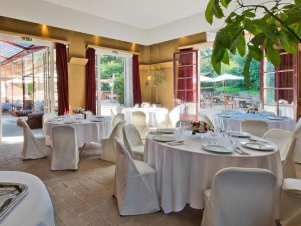 The Pages Lounge of Bagatelle Park Destination Wedding Venue in Bois de Boulgne in Paris