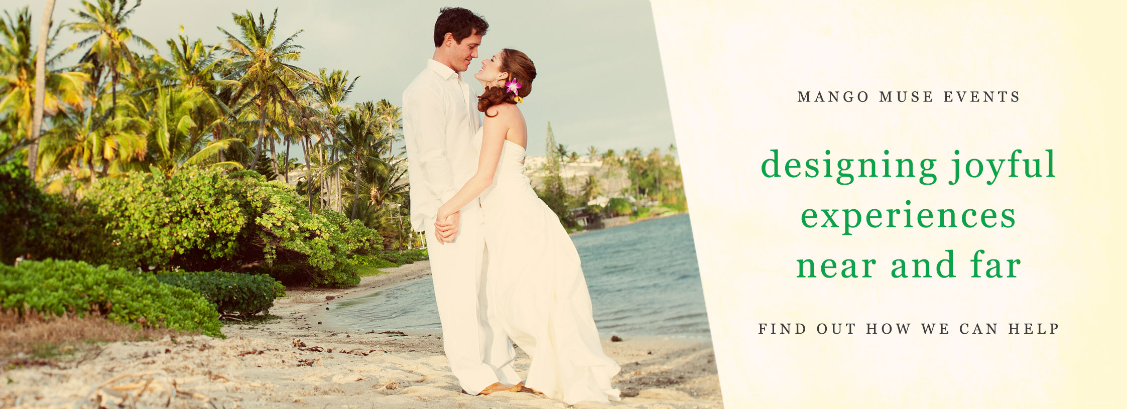 Destination wedding on the beach in Hawaii by Destination wedding planner Mango Muse Events