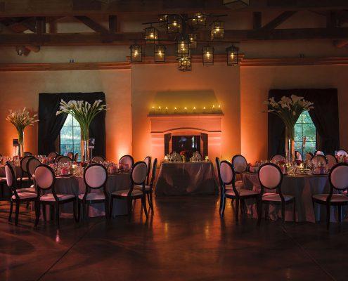 Elegant black and white modern wedding reception in Sonoma by Destination wedding planner Mango Muse Events