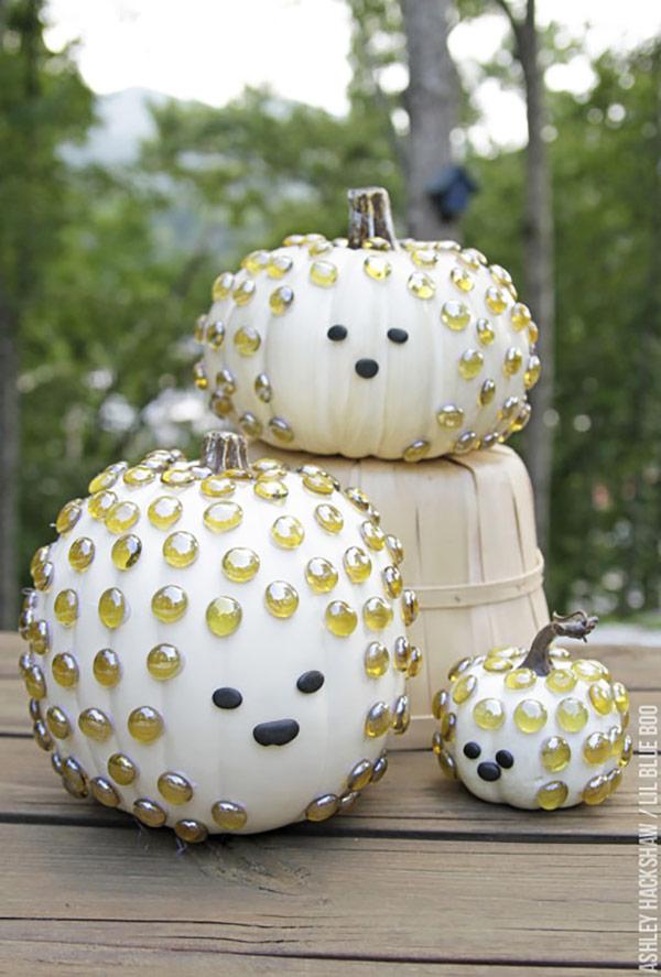 Porcupine pumpkins as a part of 12 Halloween decor ideas