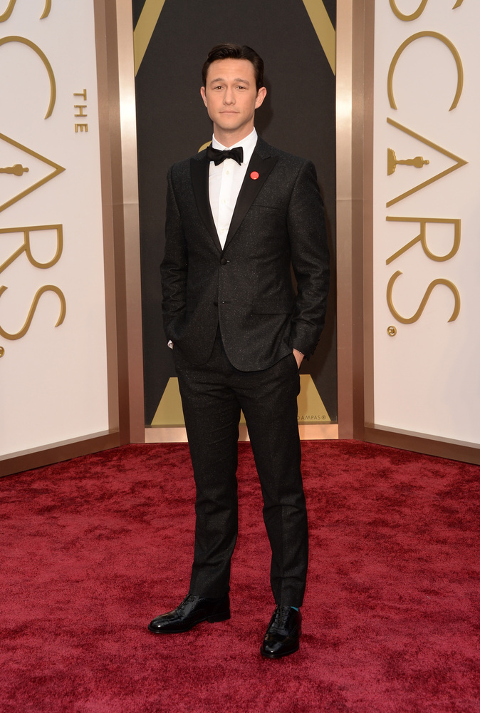 Joseph Gordon-Levitt wears a Calvin Klein Tuxedo on the red carpet at the 2014 Oscars wedding inspiration by Destination wedding planner, Mango Muse Events