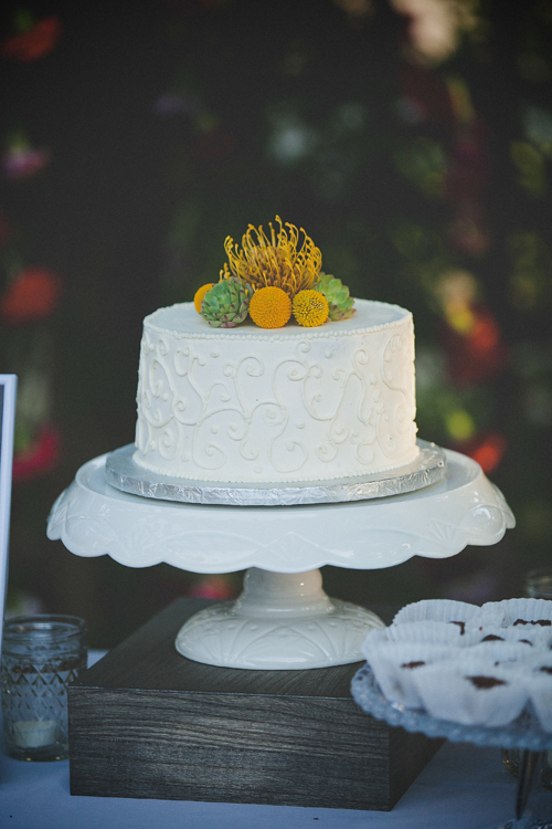 White pedestal wedding cake stand for a one tier cake at a destination wedding by destination wedding planner Mango Muse Events