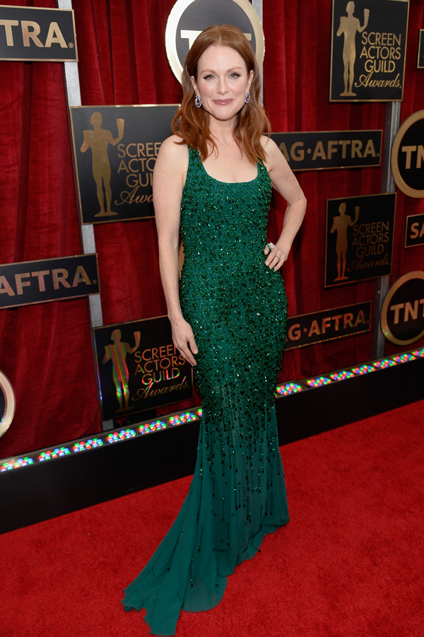 Julianne Moore wears a green Givenchy Couture gown on the red carpet of the 2015 SAG awards wedding inspiration by Destination wedding planner, Mango Muse Events