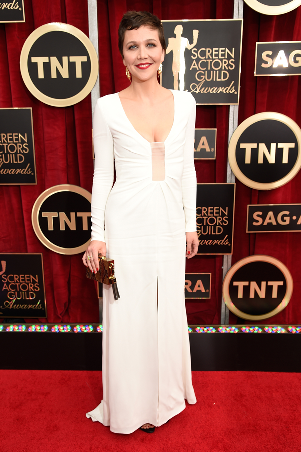 Maggie Gyllenhaal wears a white Thakoon dress on the red carpet of the 2015 SAG awards wedding inspiration by Destination wedding planner, Mango Muse Events