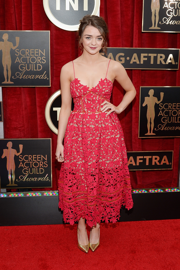 Maisie Wiliams wears a red lace strappy gown by Self Portrait on the red carpet of the 2015 SAG awards wedding inspiration by Destination wedding planner, Mango Muse Events