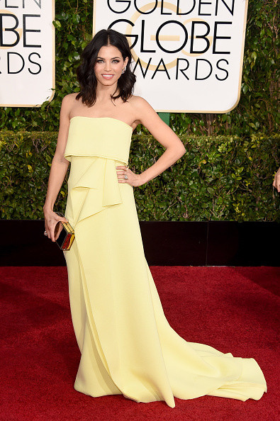 Jenna Dewan Tatum wears a yellow Carolina Herrera gown on the red carpet of the 2015 Golden Globes wedding inspiration by destination wedding planner, Mango Muse Events