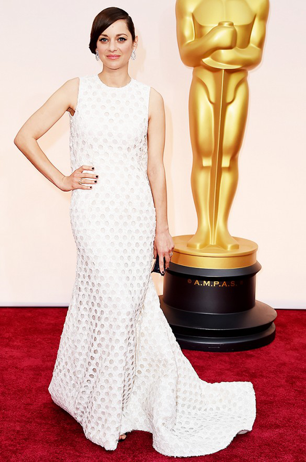Marion Cotillard wears a white Dior Haute Couture gown for 2015 Oscars wedding inspiration by destination wedding planner Mango Muse Events