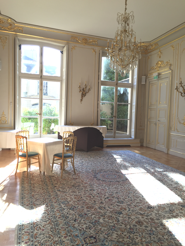Indoor dining area at the La Maison de Polytechniciens a destination wedding venue in Paris
