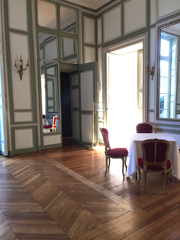 Upstairs room at the La Maison de Polytechniciens a destination wedding venue in Paris