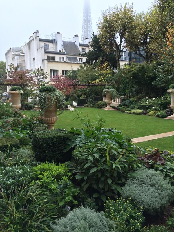 Shangri-La Hotel garden destination wedding venue in Paris by destination wedding planner Mango Muse Events