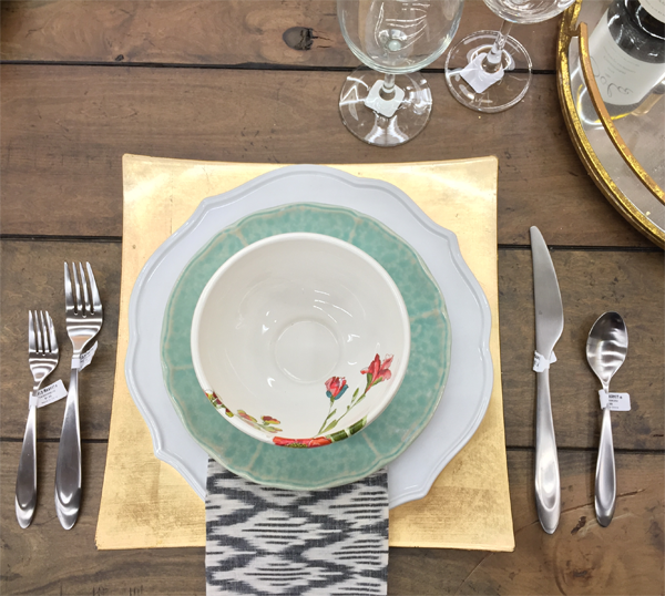 Non traditional table setting idea for Thanksgiving dinner