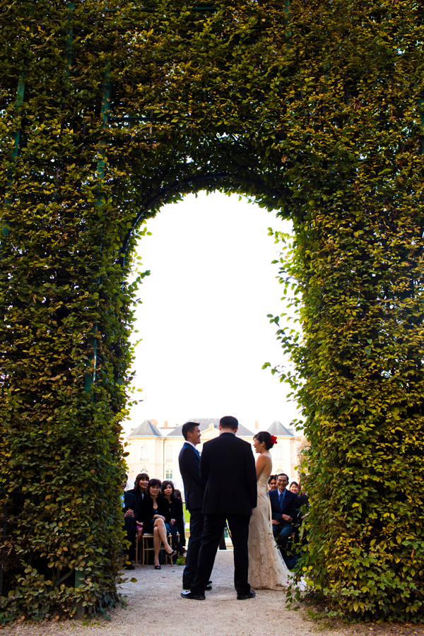 Destination wedding ceremony in Paris at the Rodin Museum, a Paris wedding venue by destination wedding planner, Mango Muse Events
