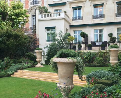 Outdoor garden Shangri-La Hotel Paris Wedding Venue by Destination wedding planner Mango Muse Events