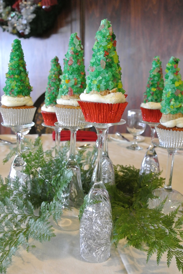 Christmas cupcake decor idea by Jamie Chang of Mango Muse Events