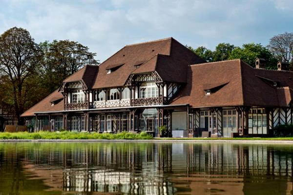 Les Pavillons des Etangs Destination Wedding Venue in Bois-de-Boulogne Paris France by Destination wedding planner Mango Muse Events