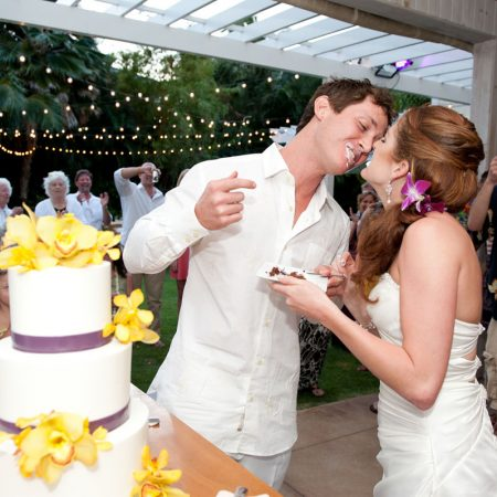 Cake cutting kiss at a Hawaii destination wedding by Destination wedding planner Mango Muse Events
