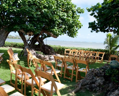 Beachfront wedding ceremony setup at Hawaii destination wedding on a small wedding budget by Destination wedding planner Mango Muse Events