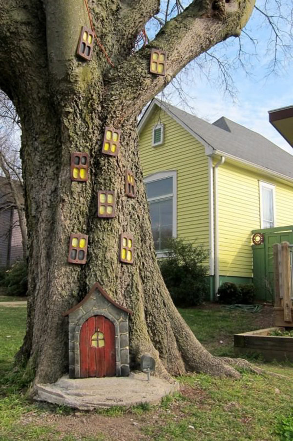 Little tree house as a part of 12 Halloween decor ideas