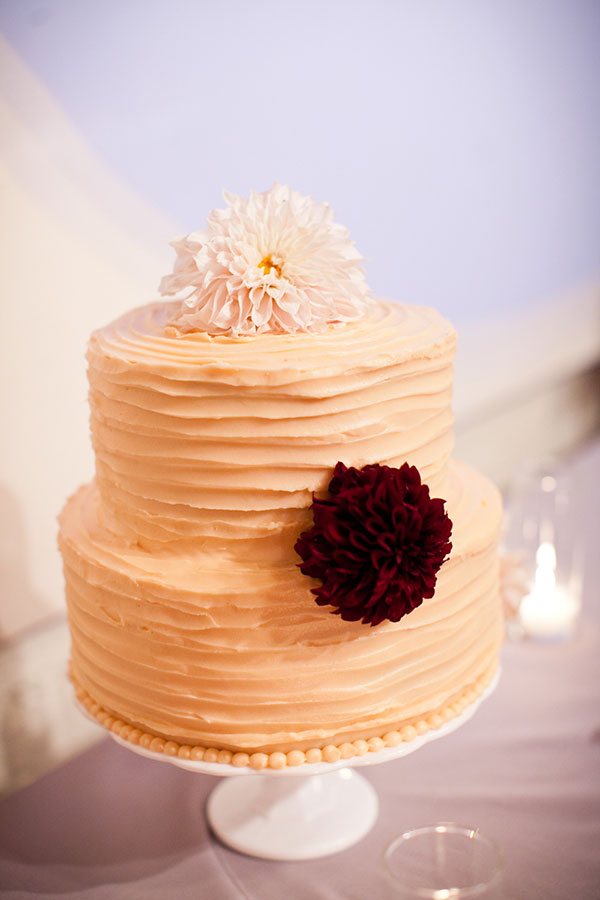 Peach textured wedding cake for a fall San Francisco wedding by Destination wedding planner, Mango Muse Events