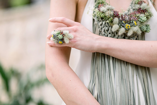 Floral jewelry for the bride for a destination wedding in Croatia by Destination wedding planner Mango Muse Events