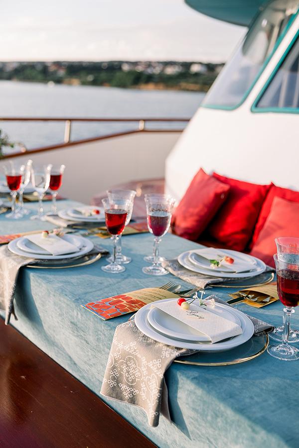 Wedding tablescape at a Croatia destination wedding on a yacht by Destination wedding planner Mango Muse Events