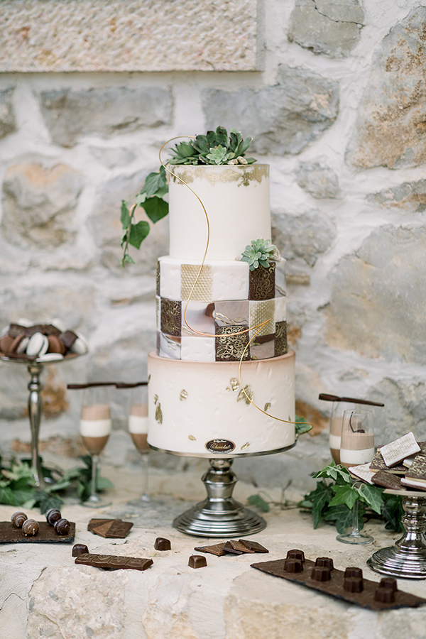 Tiled wedding cake for a Croatian destination wedding by Destination wedding planner Mango Muse Events