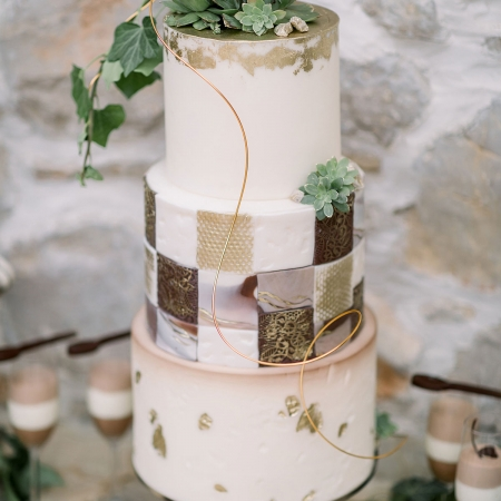 Brown and gold tiled wedding cake for a destination wedding in Croatia by destination wedding planner Mango Muse Events