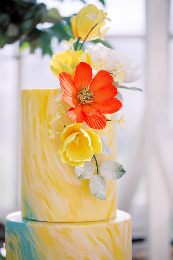 Van Gogh inspired yellow painted wedding cake for an Amsterdam wedding by destination wedding planner Mango Muse Events