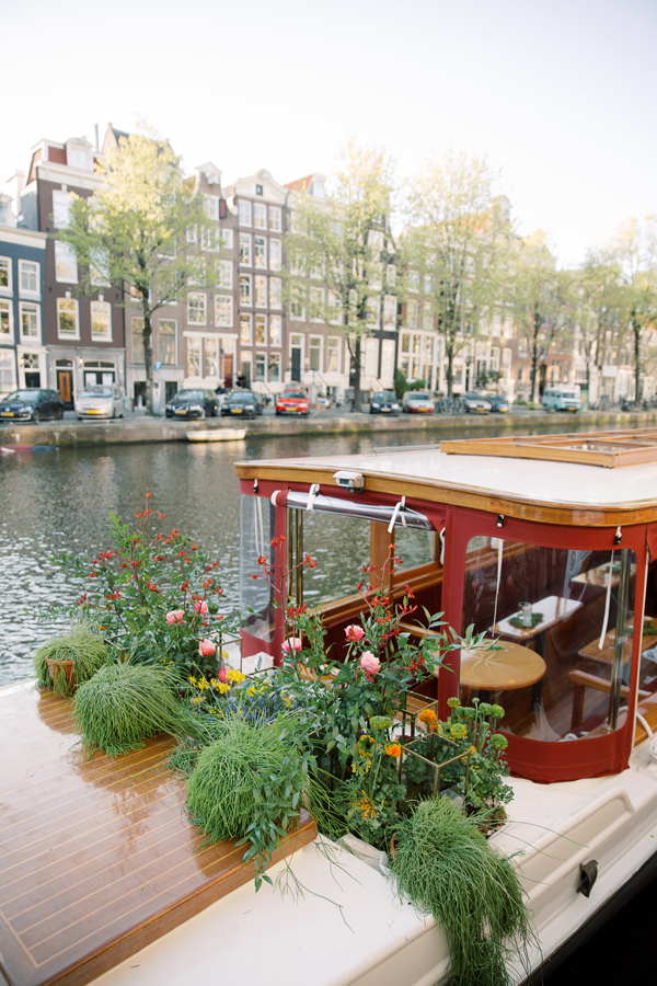 Wedding boat with floral garden for a wedding in Amsterdam by destination wedding planner Mango Muse Events