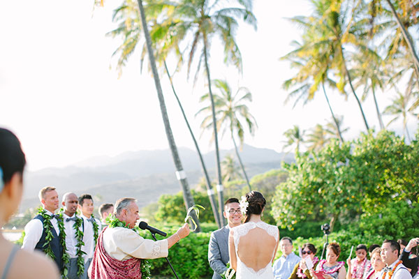 A Hawaiian wedding ceremony for a destination wedding in Hawaii by destination wedding planner Mango Muse Events